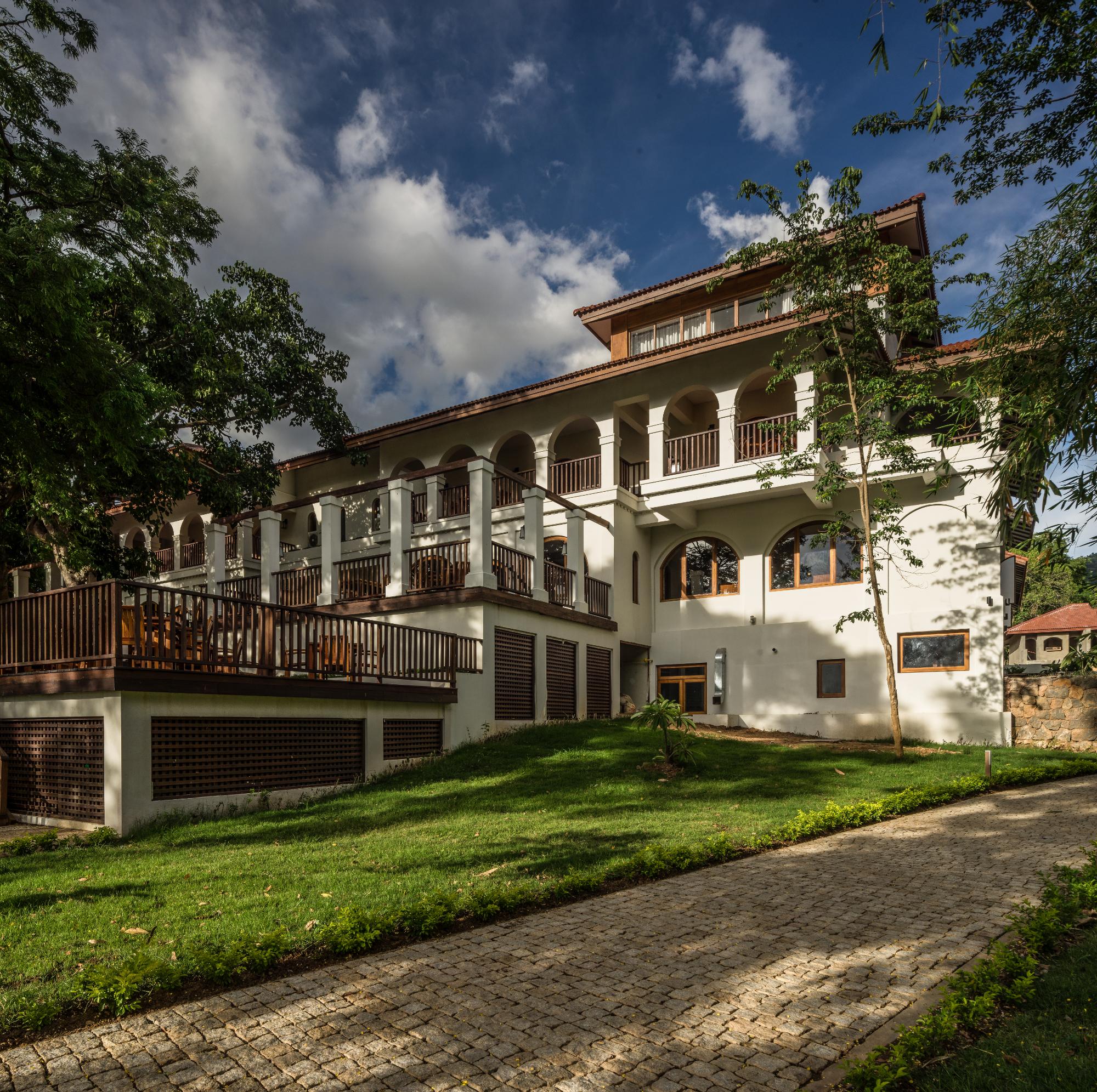 sanctum-facade-8