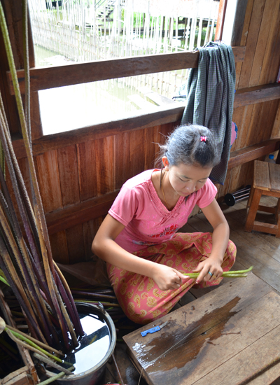Sanctum Inle Resort Myanmar Lotus Weaving
