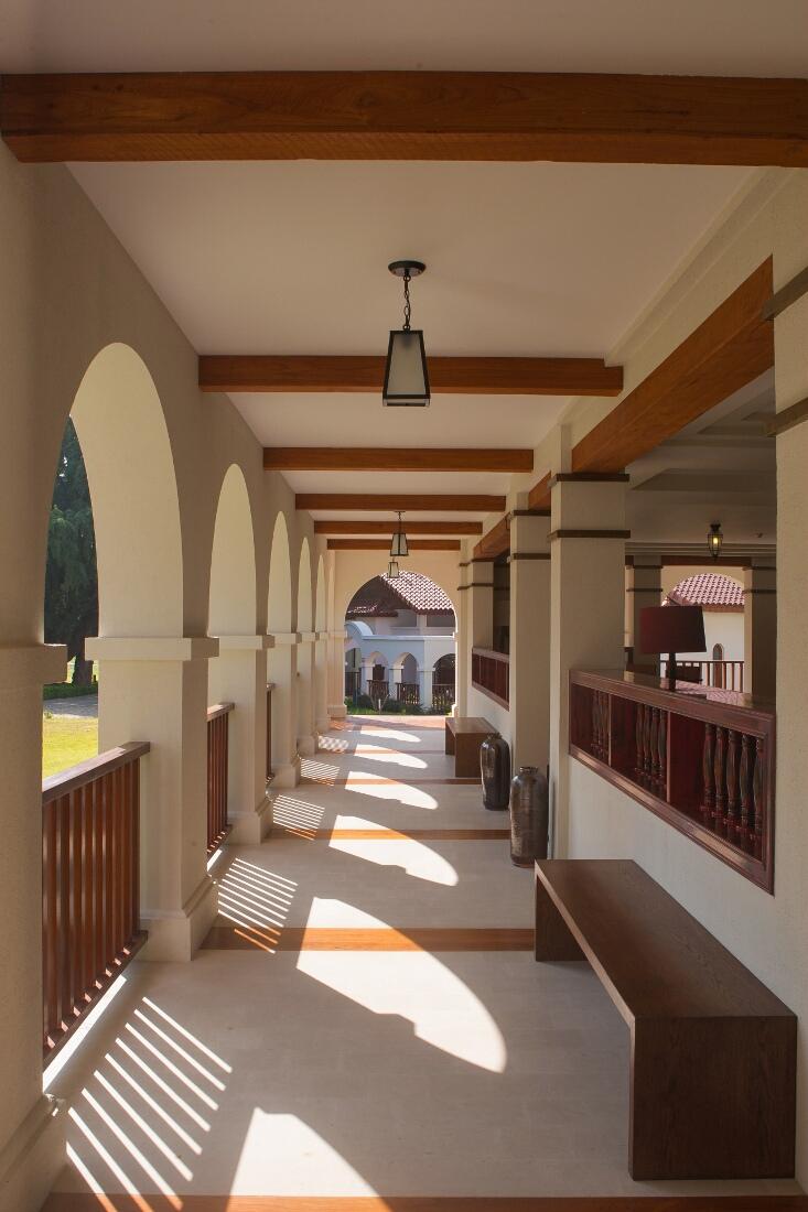 sanctum-inle-resort-lounge-2