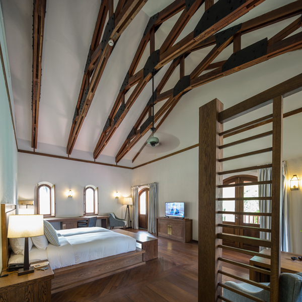 Ranging in size from 40 to 150 square meters, all of Sanctum Inle Resort's rooms feature lofty ceilings, natural wood floors, plush beds, air-conditioning and cable TV.